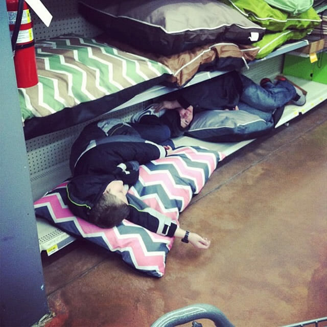 21 Imagens que provam que ir às compras com crianças não é uma boa ideia