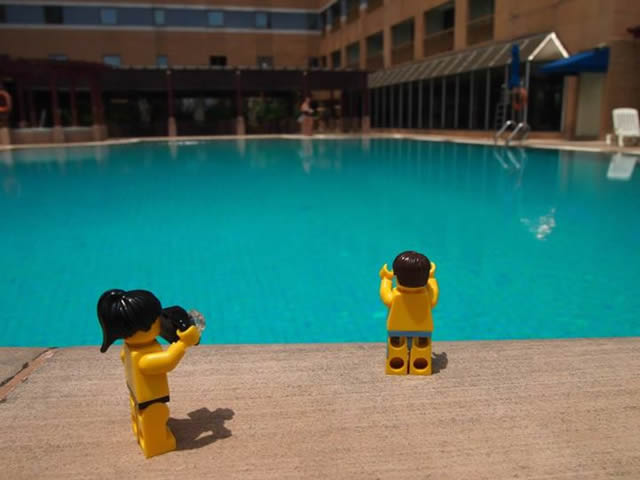 Viajantes de Lego: 32 Fotos de um casal de bonecos de Lego que viaja por lugares incríveis