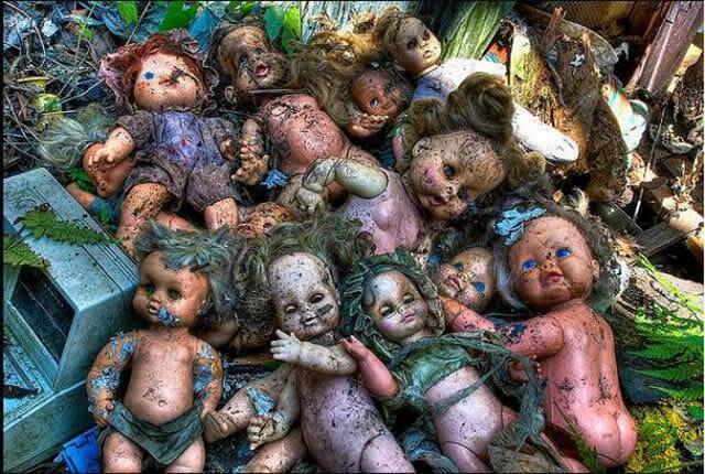 25 Imagens horripilantes de brinquedos abandonados