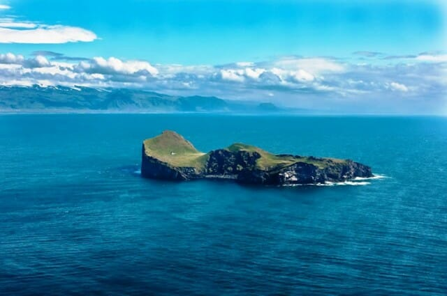 casa-solitaria-ilha-islandia_2