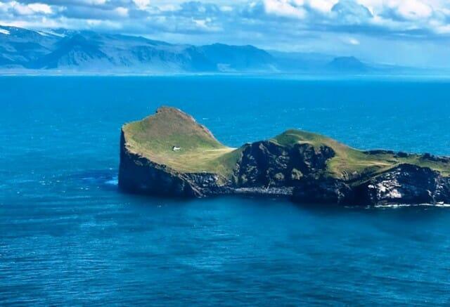 casa-solitaria-ilha-islandia_3