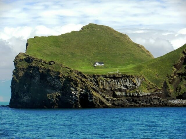 casa-solitaria-ilha-islandia_4