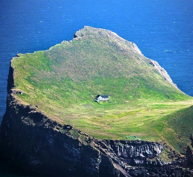 casa-solitaria-ilha-islandia_5