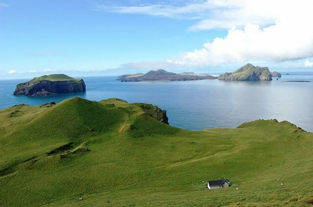 casa-solitaria-ilha-islandia_6