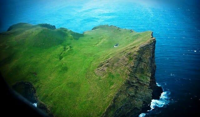 casa-solitaria-ilha-islandia_7