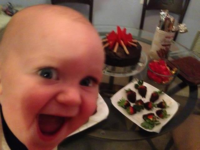 19 Imagens engraçadas de crianças fazendo coisas pela primeira vez