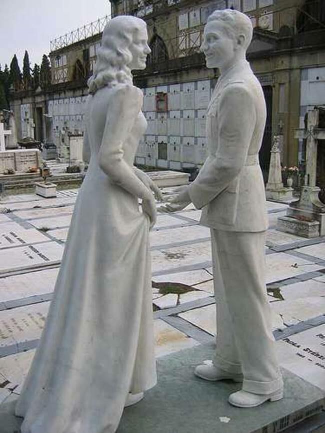 sepultura-estranha-interessante-assustadora_14