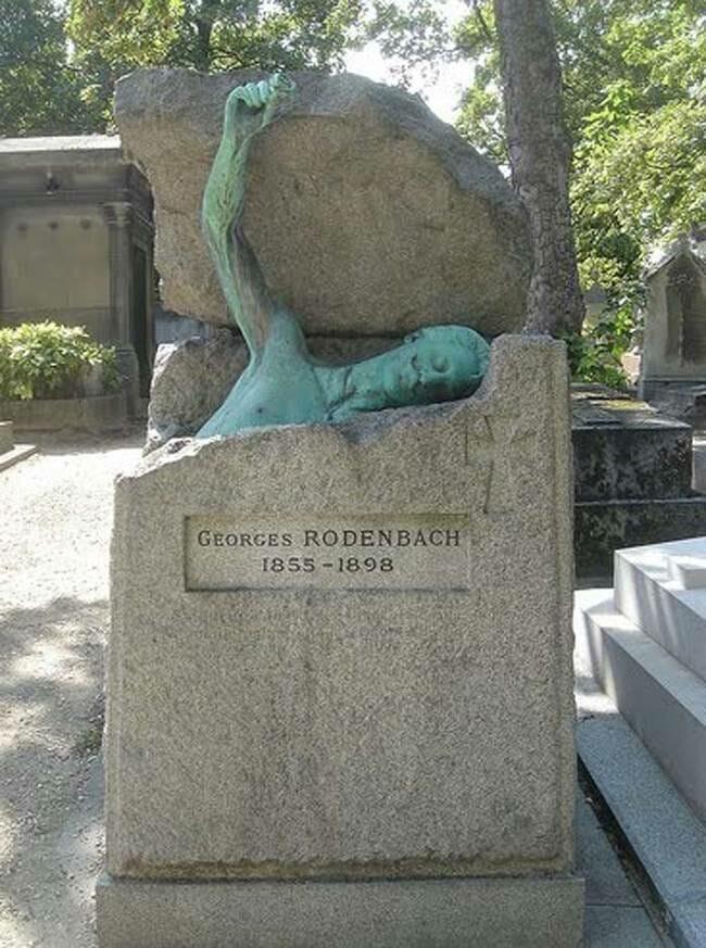 sepultura-estranha-interessante-assustadora_15