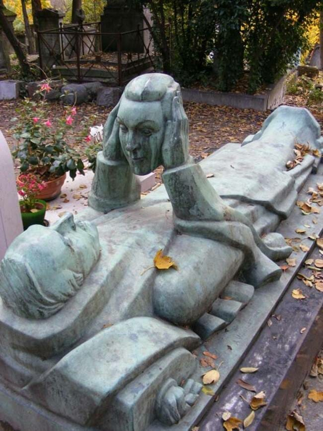 sepultura-estranha-interessante-assustadora_19