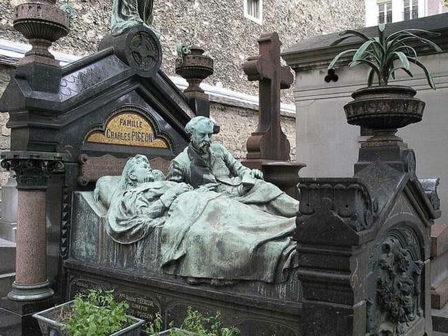 sepultura-estranha-interessante-assustadora_8