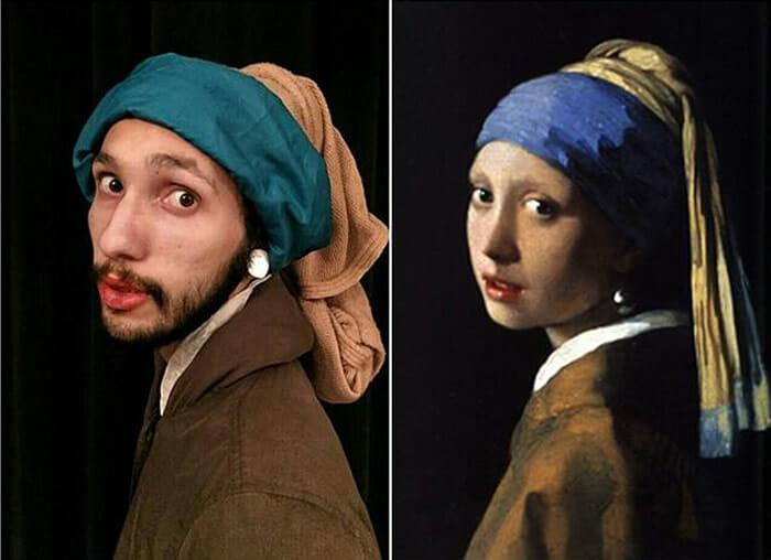 Dois colegas de trabalho recriam obras de arte com roupas e acessórios engraçados ( 10 Fotos)