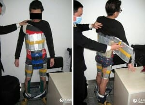 Homem é detido em aeroporto na China com 94 iPhones presos ao corpo