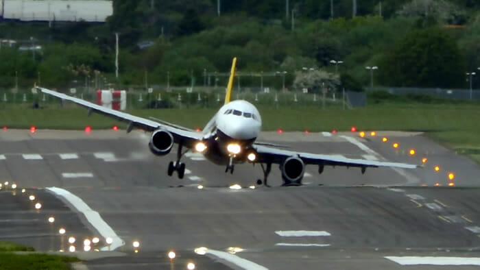 video-assustador-aterrissagem-avioes