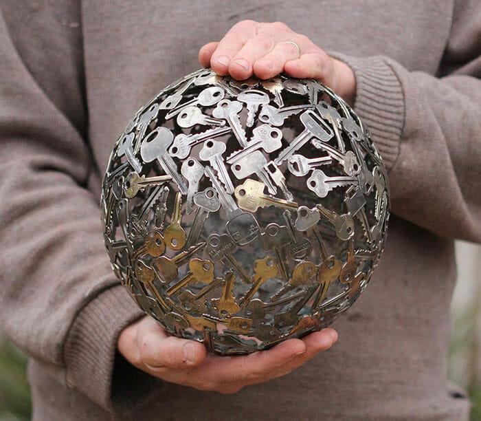 esculturas-chaves-moedas-recicladas_3