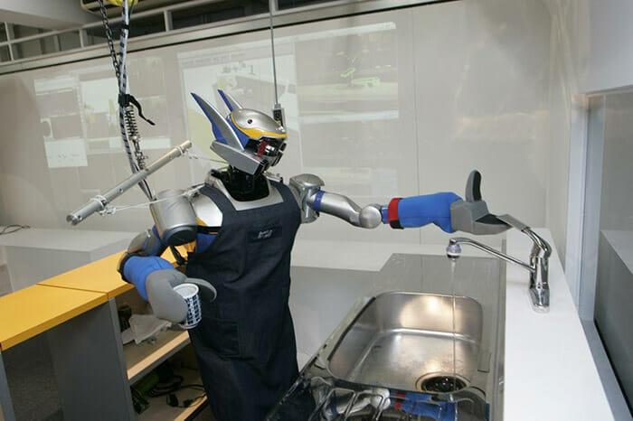 É como se Gundam trabalhasse lavando pratos e fritando bifes pra você! Incrível!