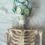 Conheça a Skellie: A esqueleto que ficou famosa satirizando garotas fúteis do Instagram