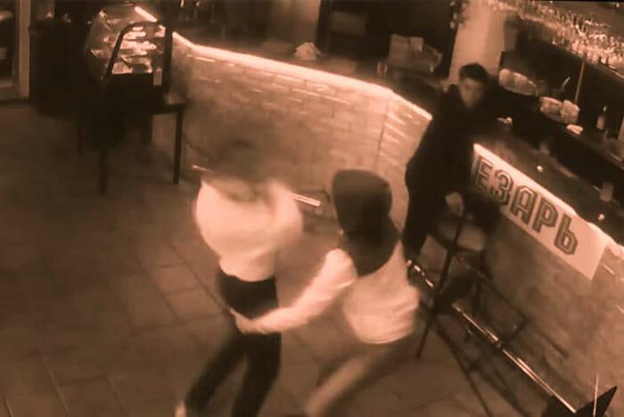video-mulher-bate-tarado