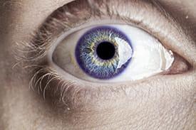 olhos de cor violeta