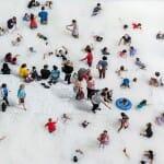 Empresa constrói praia artificial com 1 milhão de bolas de plástico em Museu nos EUA