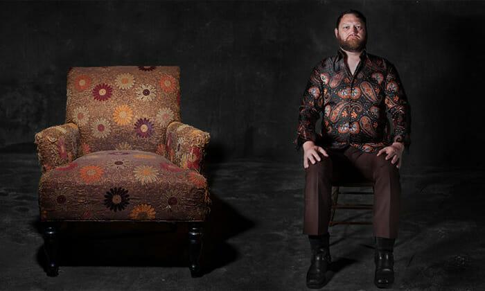 sofas-cadeiras-representados-como-humanos