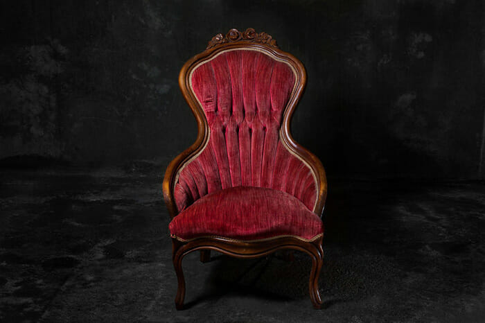sofas-cadeiras-representados-como-humanos_1a