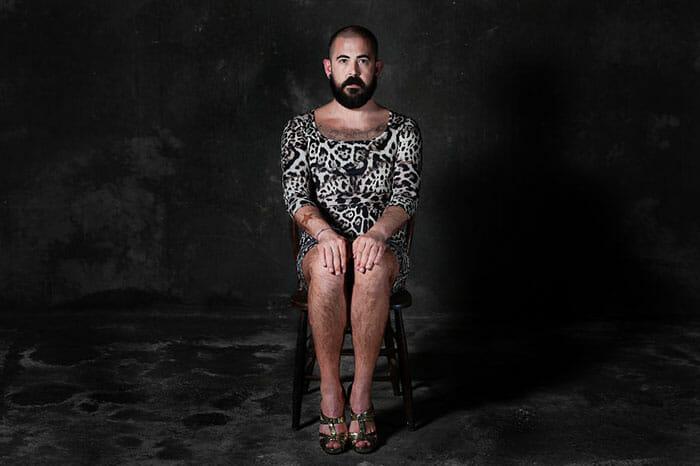 sofas-cadeiras-representados-como-humanos_2b