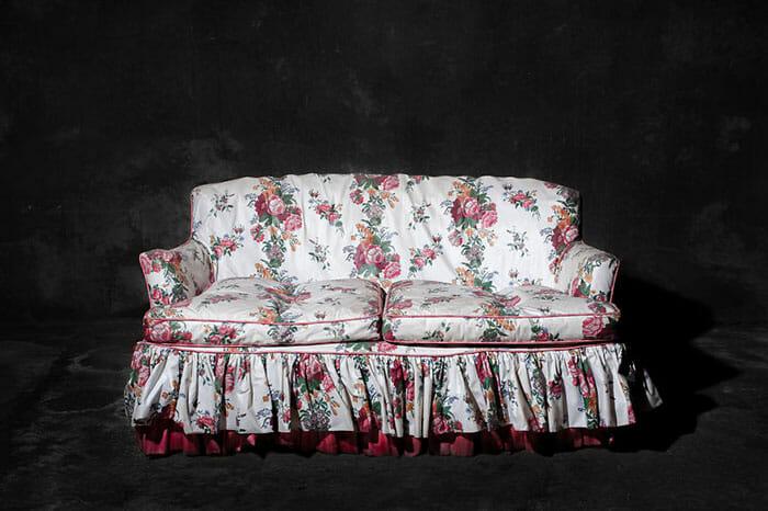 sofas-cadeiras-representados-como-humanos_3a