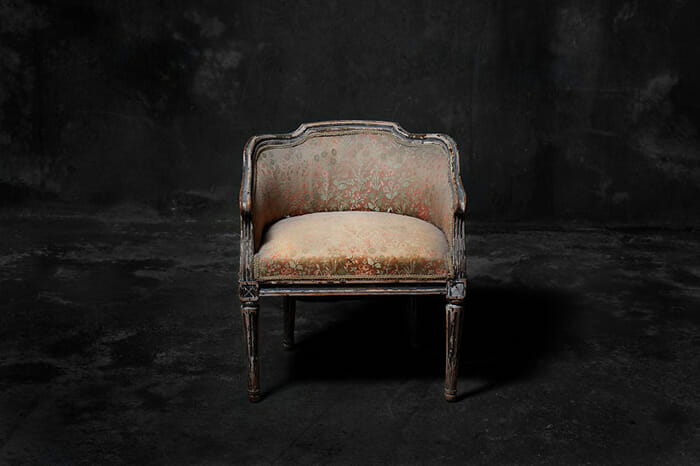 sofas-cadeiras-representados-como-humanos_5a