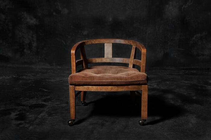 sofas-cadeiras-representados-como-humanos_8a