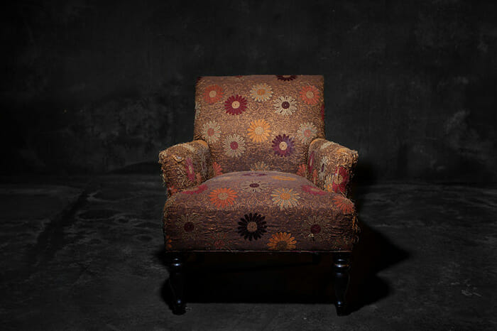 sofas-cadeiras-representados-como-humanos_9a