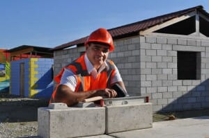 Empresa inventa bloco de construção montável como LEGO a partir de restos de demolições