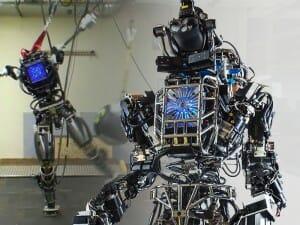 O primeiro robô humanoide da Google faz testes externos, mas quando anda se parece com um pinguço
