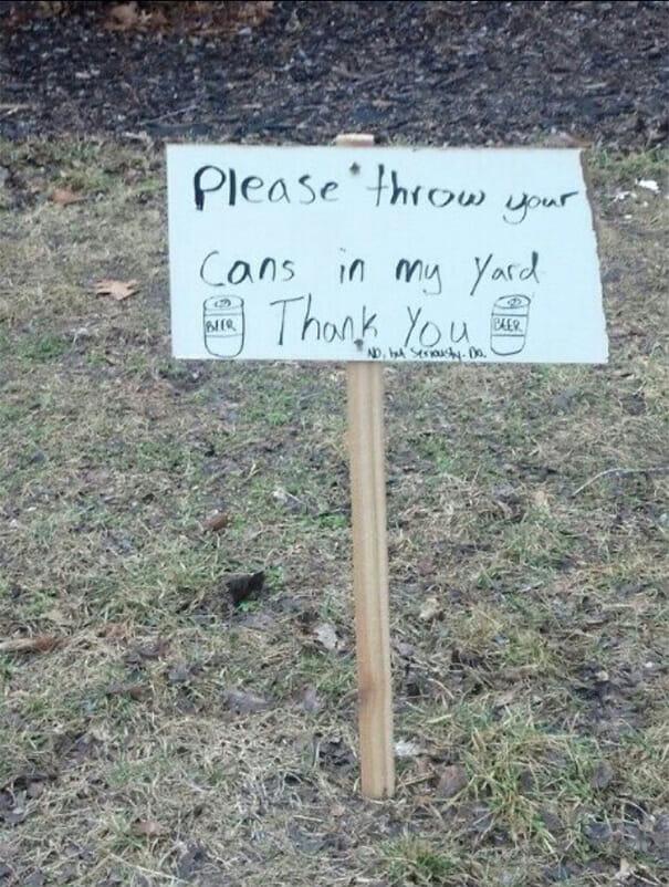 Legenda: Por favor jogue suas latas em meu quintal. Obrigado.