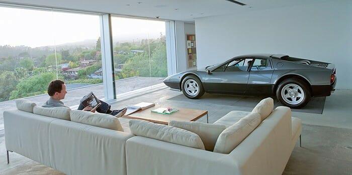 Garagem na sala: 6 Ideias legais para guardar seu carro dentro de casa