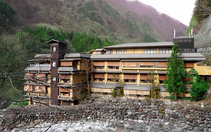 nishiyama-onsen-keiunkan_1