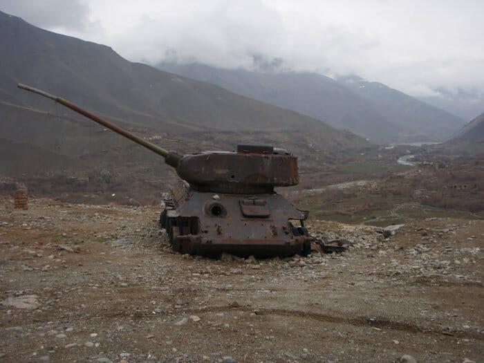 tanques-de-guerra-abandonados_18