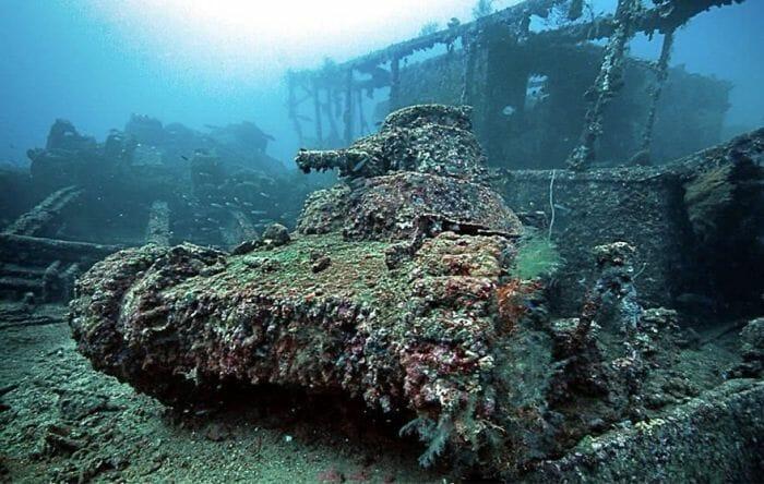 tanques-de-guerra-abandonados_2