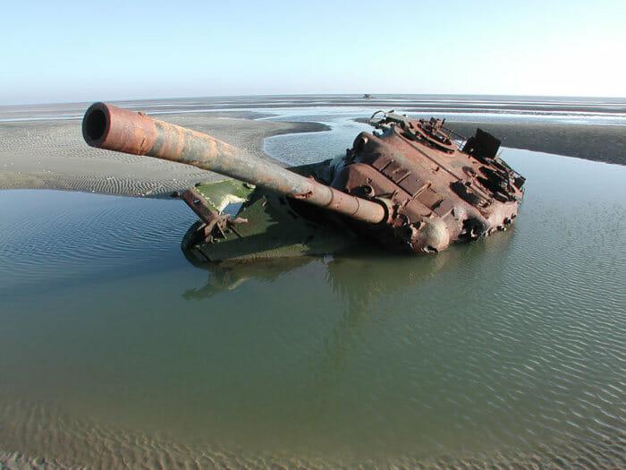 tanques-de-guerra-abandonados_26