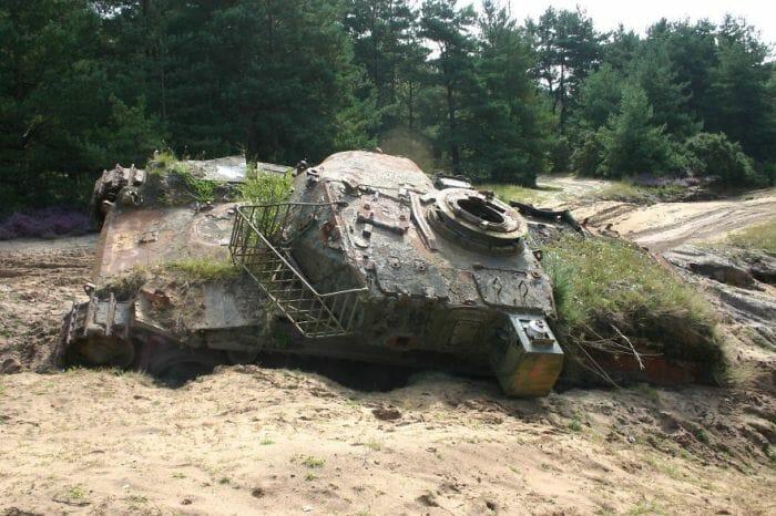 tanques-de-guerra-abandonados_3