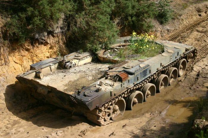 tanques-de-guerra-abandonados_4