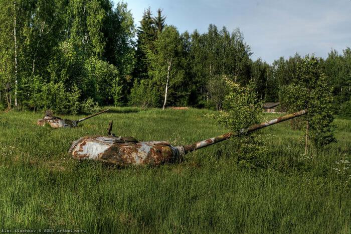 tanques-de-guerra-abandonados_9