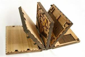 Livro Intrigante Só Permite Virarmos a Página Depois que Resolvemos Quebra-Cabeça