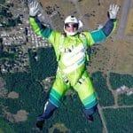 VÍDEO: Maluco salta de avião a 25 mil pés sem paraquedas e sai ileso!