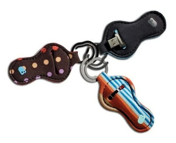 Chaveiro porta Pen Drive em forma de Amendoim.