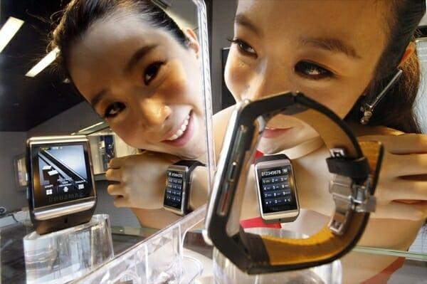 Samsung lança o celular relógio de pulso mais fino do mundo!