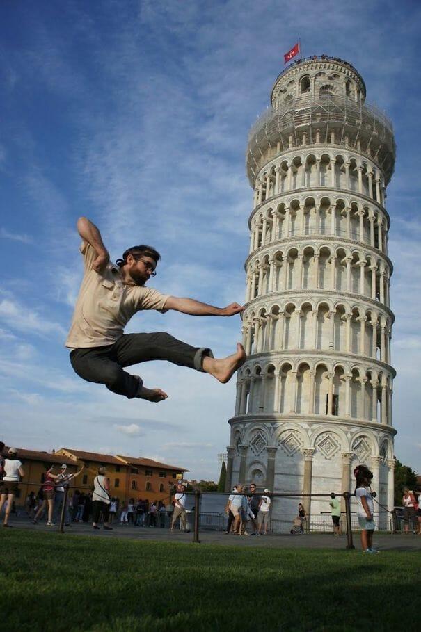 19 Fotos de Poses Criativas e Divertidas Com a Torre de Pisa