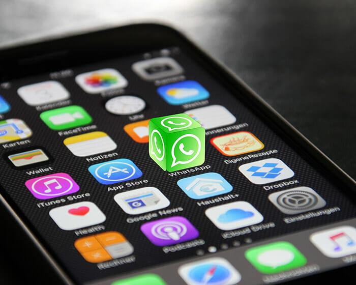 Ícone do whatsapp 3D na tela de um smartphone