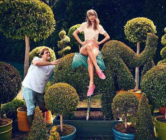 30 Fotos Engraçadas De Celebridades Com Um Intruso Nelas