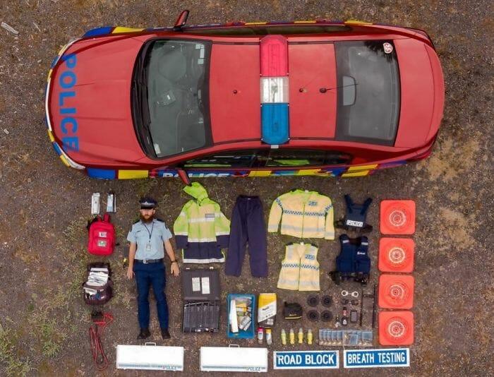 O Que Tem Dentro dos Carros de Serviço de Emergência? Veja 30 Fotografias em Estilo knolling!