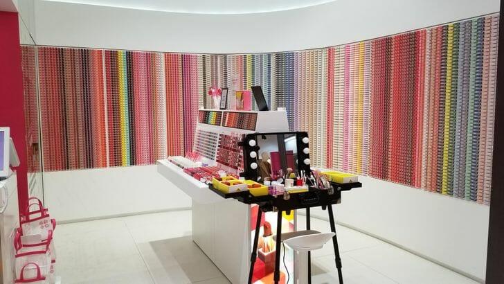 loja de maquiagem organizada na Coreia